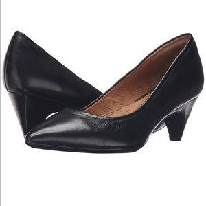 Soft Altessa Black Leather shoe Sz. 10